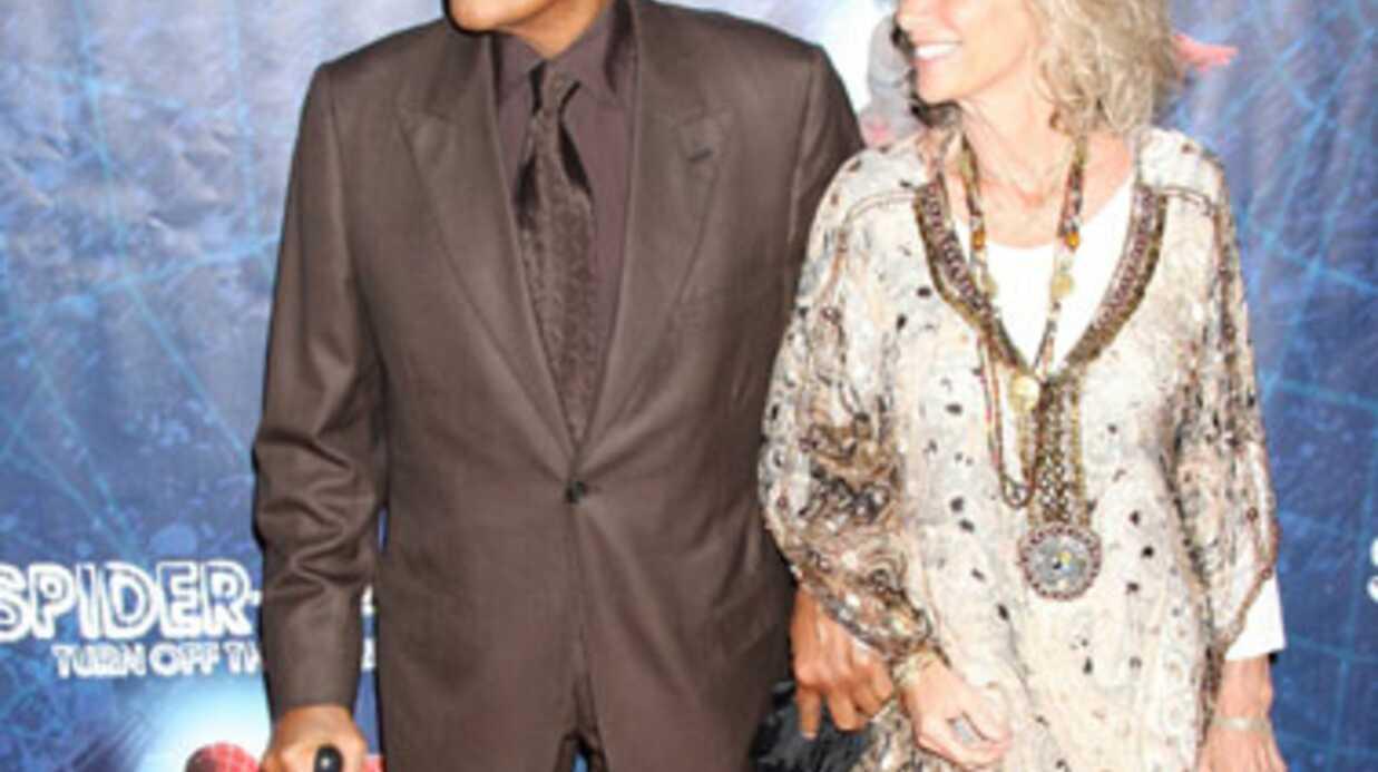 VIDEO Harry Belafonte s'endort en direct à la télé