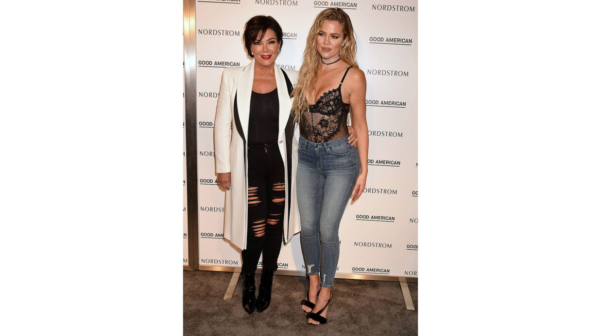 PHOTOS Khloé Kardashian très décolletée en body en dentelle, elle la joue ultra sexy