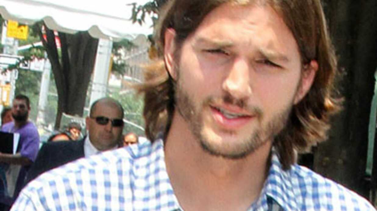 Char­lie Sheen et Ashton Kutcher se récon­ci­lient en coulisses