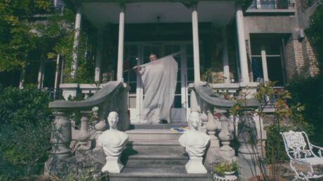 video-jean-charles-de-castelbajac-vous-fait-visiter-son-immense-appartement-jardin-parisien