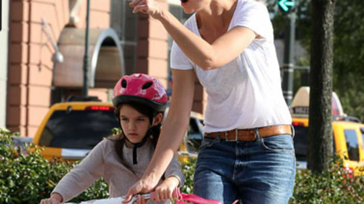 PHOTOS Katie Holmes apprend à Suri Cruise à faire du vélo