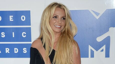 PHOTO Britney Spears pose seins nus et enflamme Instagram