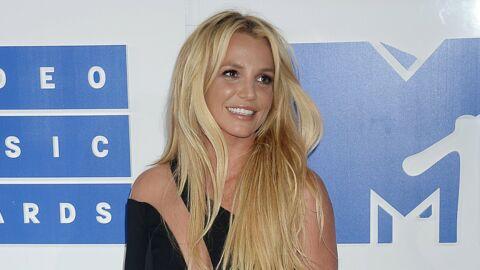 PHOTO Britney Spears pose seins nus et enflamme Instagram