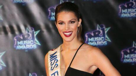 PHOTO Iris Mittenaere ultra sensuelle en petite robe de soie pour l'élection de Miss Univers