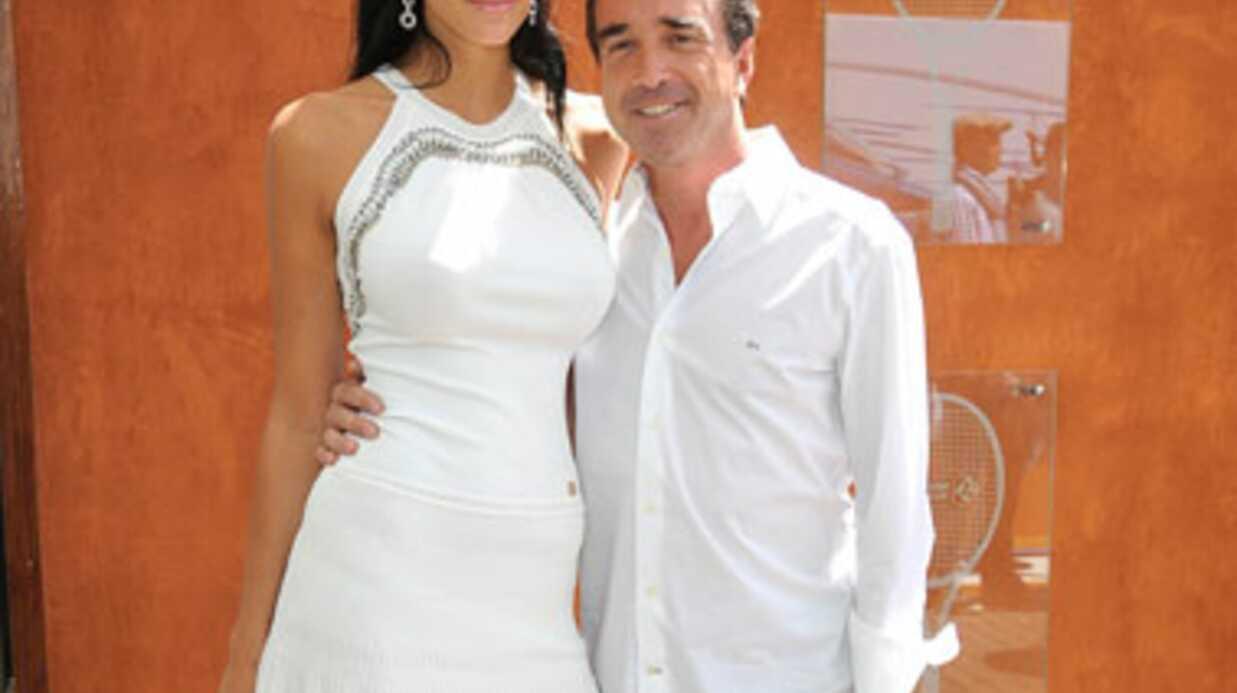 Arnaud Lagardère présente sa compagne Jade Foret