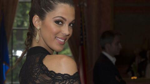 PHOTO Iris Mittenaere sexy dans sa mini-jupe rouge, Miss Univers nous offre un joli décolleté