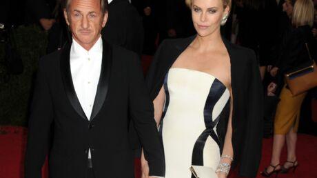 Charlize Theron parle pour la première fois de son histoire avec Sean Penn