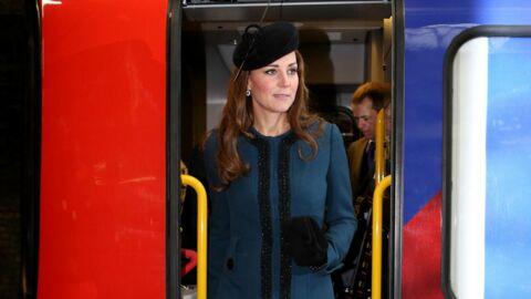 DIAPO Kate Middleton et la Reine descendent dans le métro