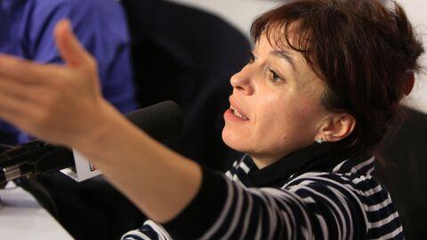 Bénévole aux Restos du Coeur, la comédienne Elina Dumont s'attaque aux Enfoirés