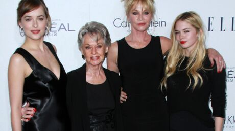 PHOTO Melanie Griffith pose avec ses filles, Dakota Johnson et Stella Banderas, et sa mère