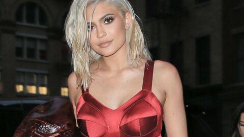PHOTOS Kylie Jenner super sexy en lingerie de dentelle noire et blouson de cuir