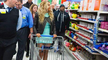 Beyoncé distribue ses dollars au supermarché: en fait-elle trop?