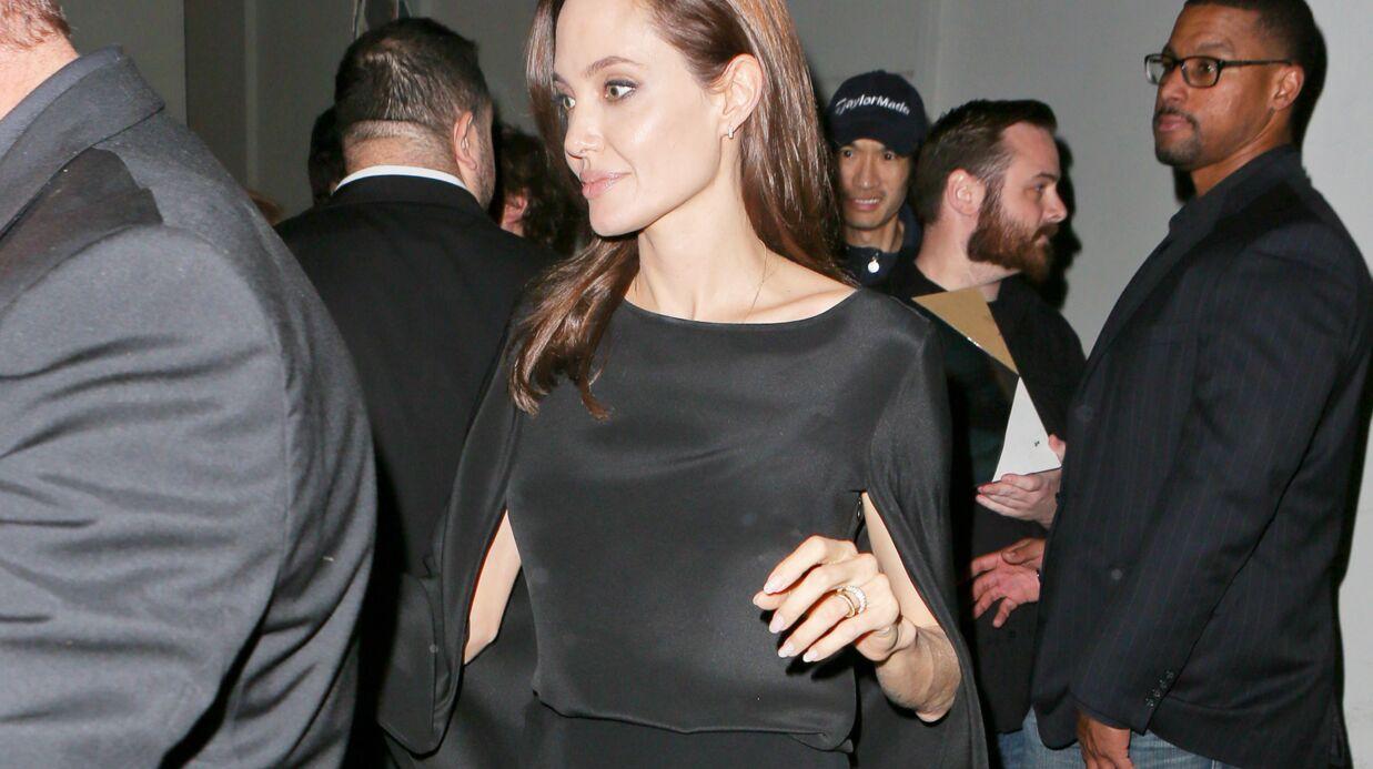Chris Martin raconte qu'Angelina Jolie l'a un peu forcé à travailler avec elle