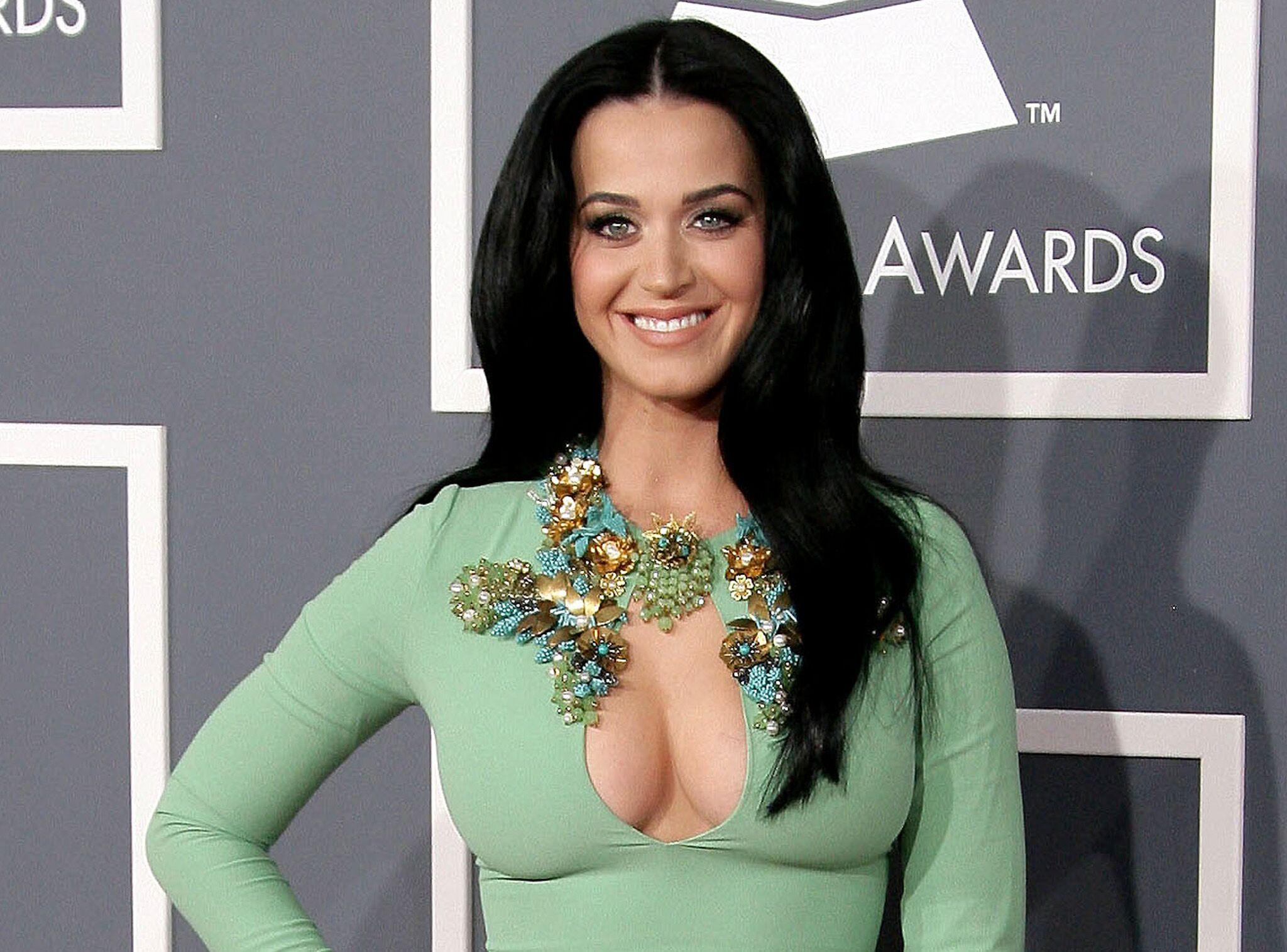 Katy Perry : « J'ai demandé à Dieu d'avoir des gros seins! »