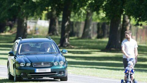 PHOTOS Elizabeth II: au volant de sa Jaguar, elle roule sur le gazon pour éviter un jeune couple