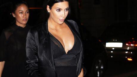 PHOTOS Pour sa soirée à Paris, Kim Kardashian sort un impressionnant décolleté
