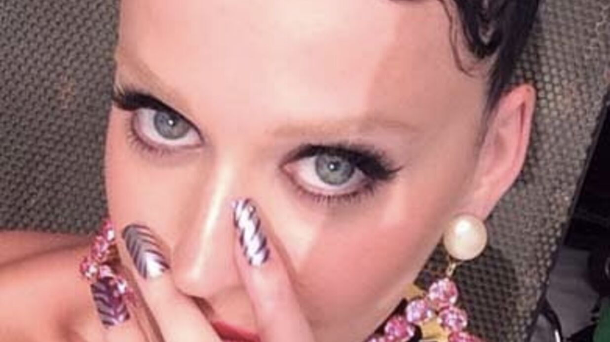 Katy Perry ose les sourcils blonds