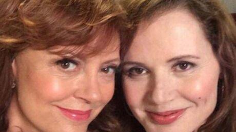 Les actrices de Thelma et Louise reproduisent le selfie culte du film 23 ans plus tard!