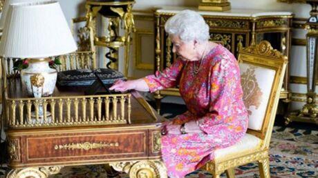 PHOTO Elizabeth II envoie elle-même un tweet pour remercier ses sujets et c'est très drôle