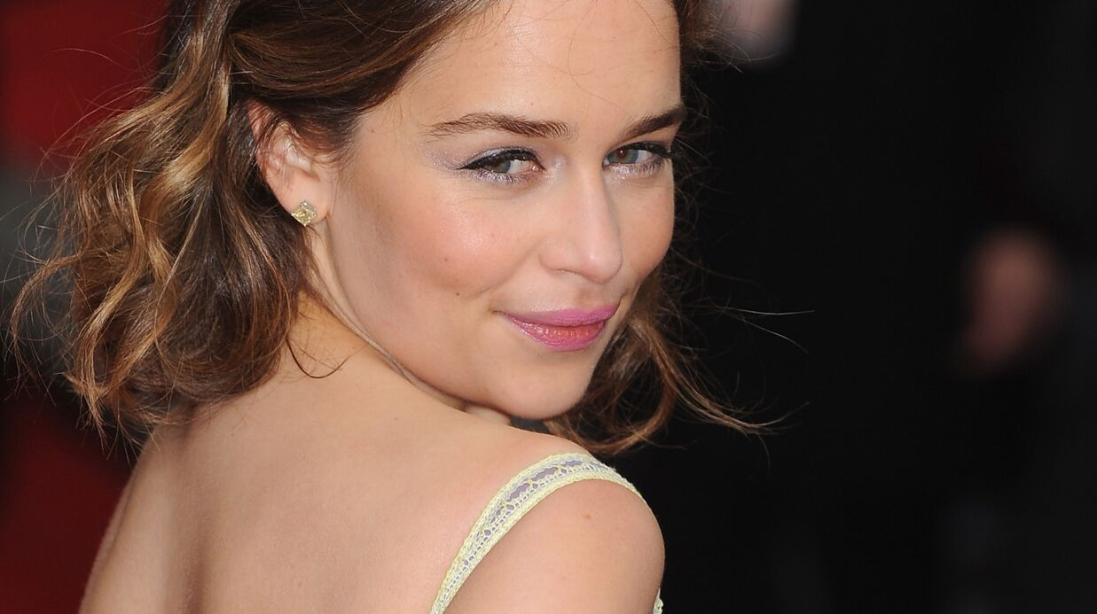 Emilia Clarke (Game of Thrones) poste une photo d'elle au réveil sans maquillage, elle est canon