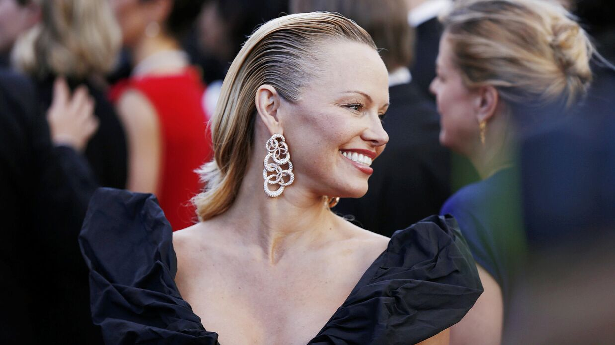PHOTOS Cannes 2017 : Pamela Ander­son mécon­nais­sable sur le tapis rouge !