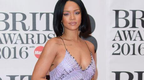 VIDEO Rihanna: un fan lui vole la vedette en concert