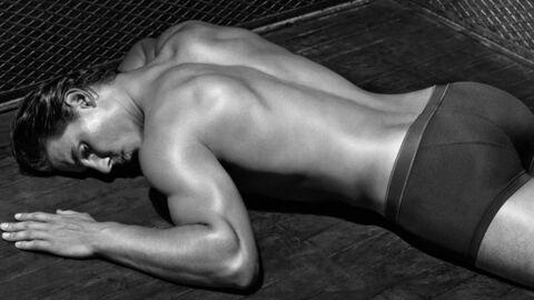 Rafael Nadal pose quasi nu