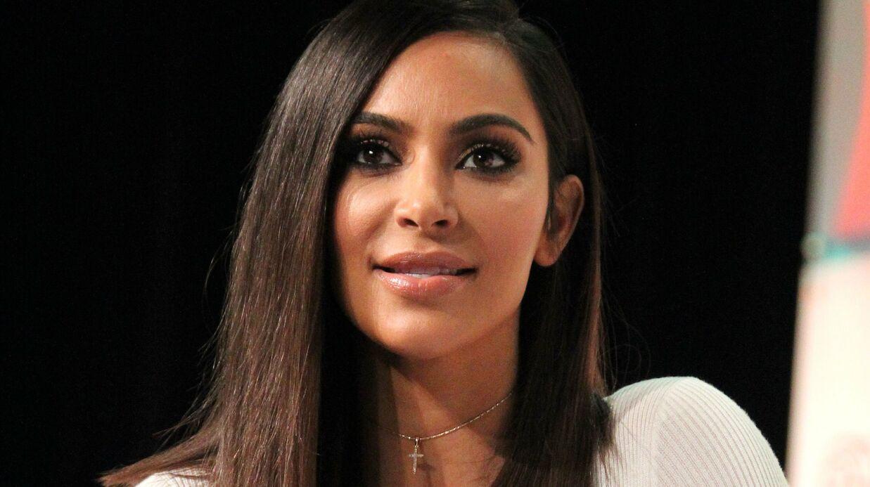 PHOTO Kim Kardashian: son haut blanc mouillé ne cache rien de sa poitrine