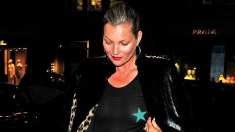 PHOTOS Kate Moss ose la robe transparente sans soutien-gorge et ça se voit!
