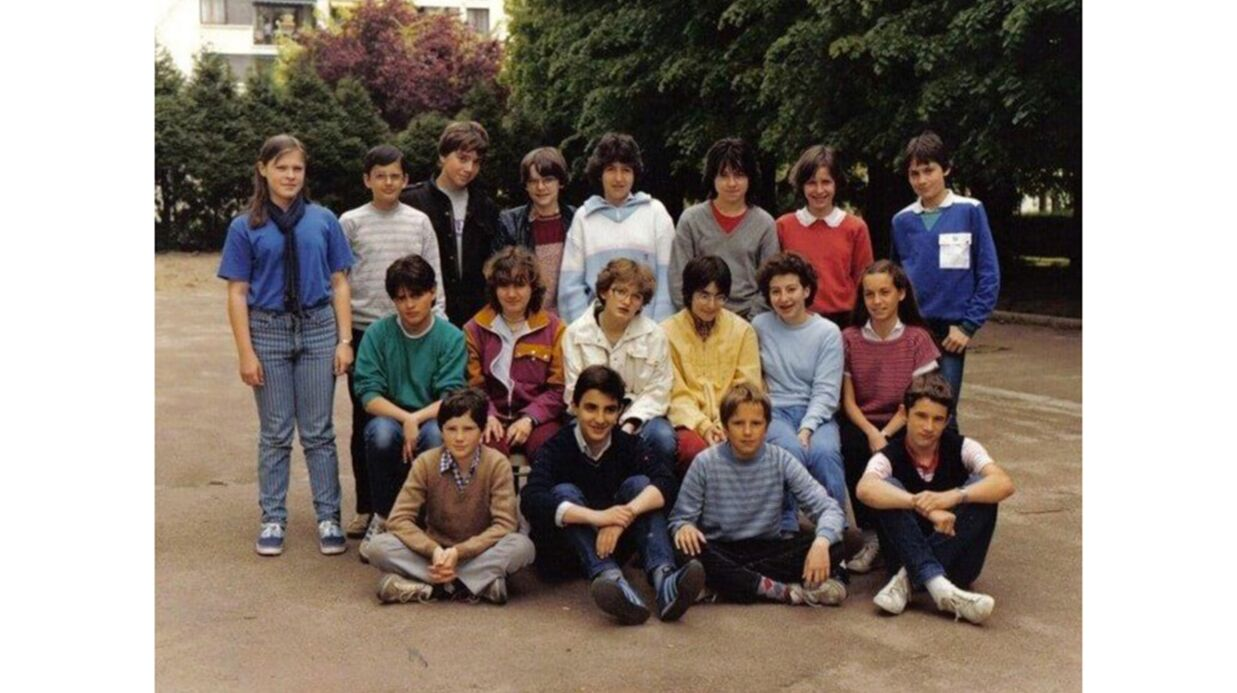 PHOTO Nikos Aliagas poste sa photo de classe de 4ème, c'est collector