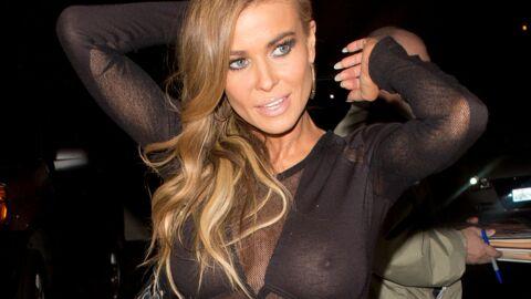 PHOTOS Carmen Electra seins nus dans sa robe transparente