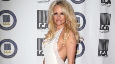 PHOTO Pamela Anderson poste une photo d'elle toute nue embrassant un poney
