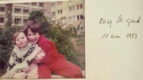 DEVINETTE Quel célèbre acteur français se cache derrière ce petit garçon en rouge?