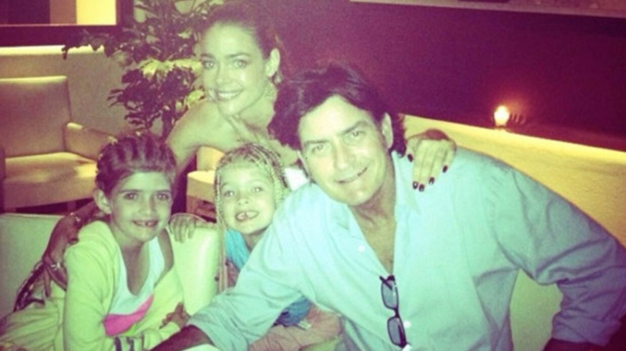 PHOTOS Charlie Sheen et Denise Richards réunis pour Noël