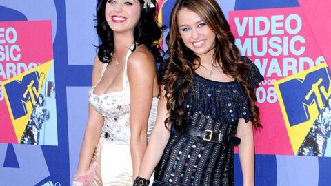VIDEO Miley Cyrus embrasse Katy Perry en plein concert