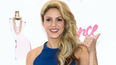 VIDEOS Quand Gerard Piqué se transforme en coiffeur pour Shakira