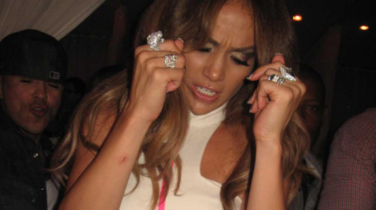 Jennifer Lopez en larmes sur scène après avoir parlé d'amour