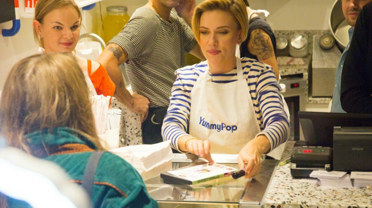 PHOTOS Scarlett Johansson était bien présente pour l'ouverture de sa boutique de pop-corn à Paris
