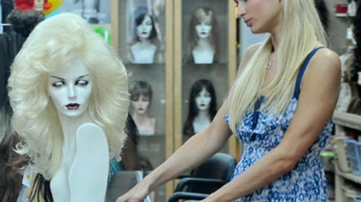 DIAPO Paris Hilton dans un magasin de perruques