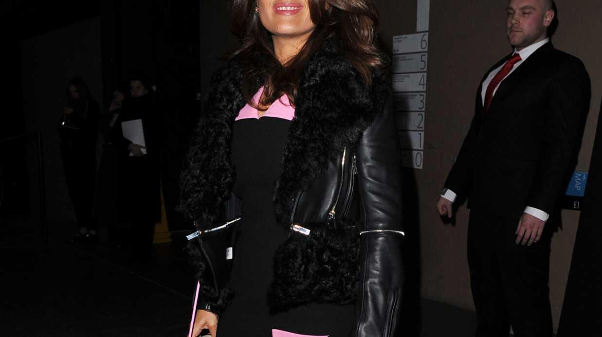 PHOTOS Salma Hayek en jupe ultra fendue pour assister à la fashion week
