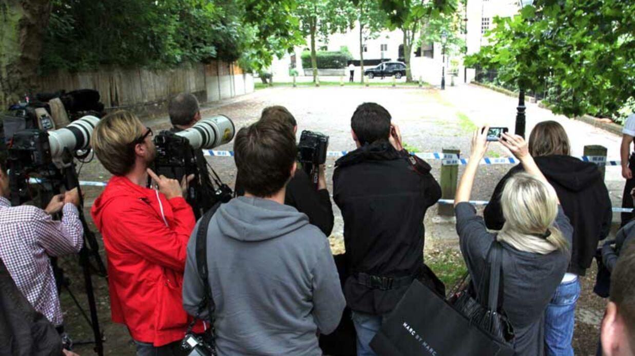 PHOTOS Mort d'Amy Winehouse: Camden Square, lieu de culte