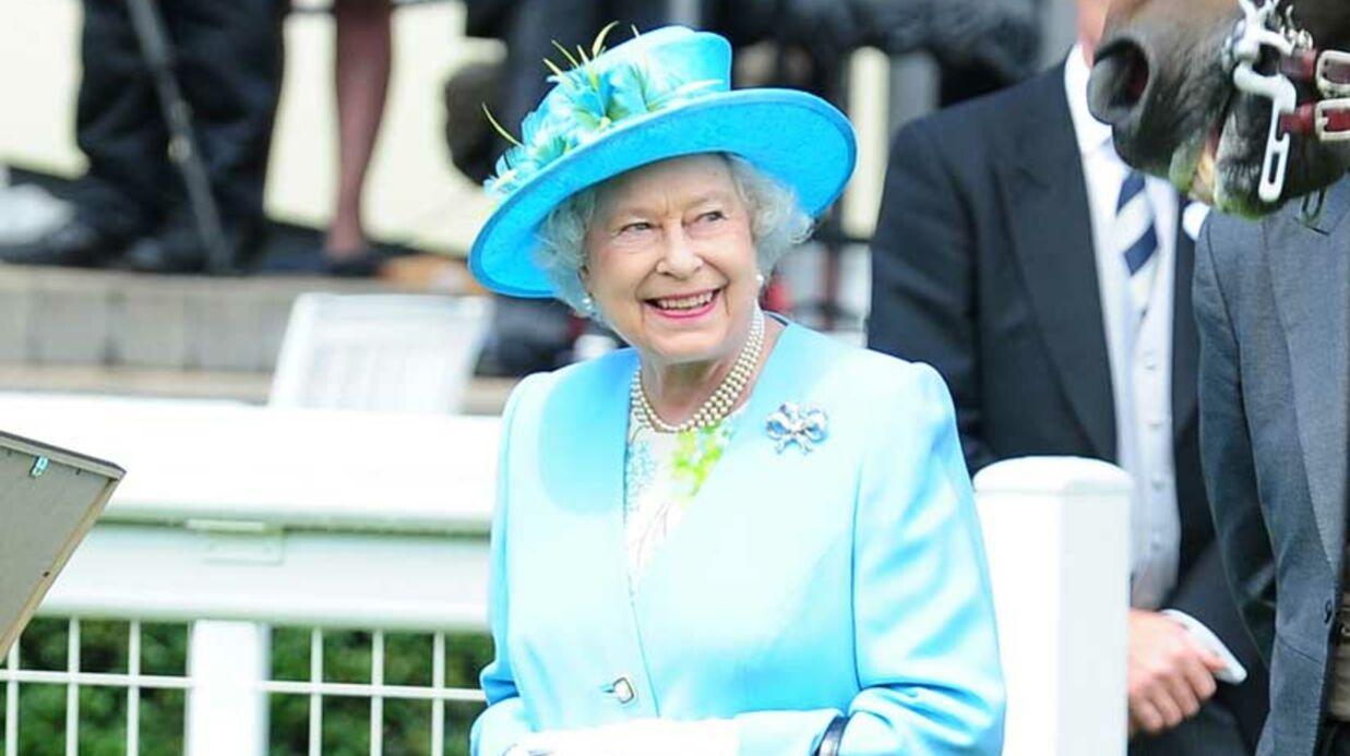 Elizabeth II: l'exposition de la robe de Kate lui déplaît