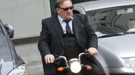 PHOTOS Gérard Depardieu a troqué le scooter pour… un petit scooter électrique