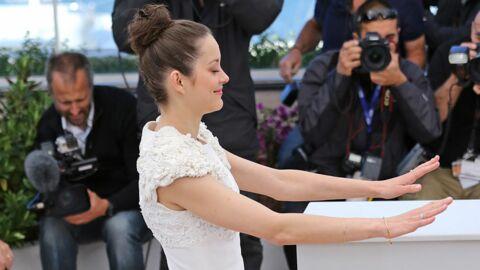 DIAPO Marion Cotillard en pleine séance de mime à Cannes