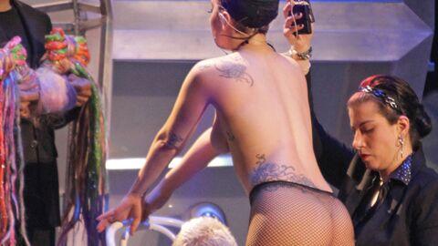 PHOTOS Lady Gaga toute nue, elle change de costume sur scène!