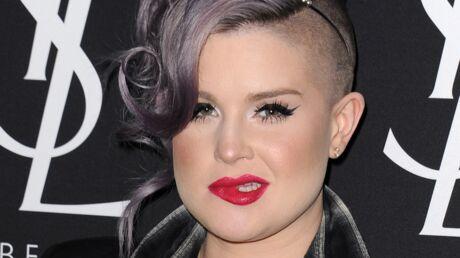 En colère contre la maîtresse de son père, Kelly Osbourne l'insulte et balance son numéro sur Twitter
