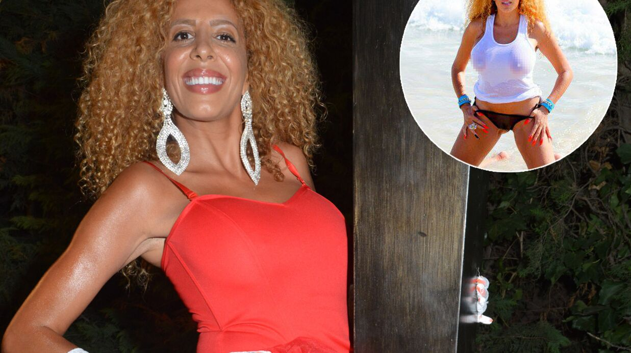 PHOTO Afida Turner exhibe sa poitrine en mode t-shirt mouillé