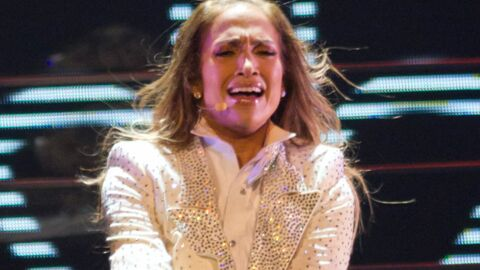 Pourquoi J-Lo s'est effondrée en larmes sur scène