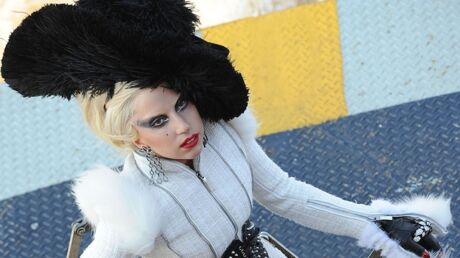 Lady Gaga espionne la Reine d'Angleterre
