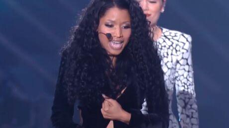 VIDEO Le gros problème de robe de Nicki Minaj sur la scène des MTV Video Music Awards